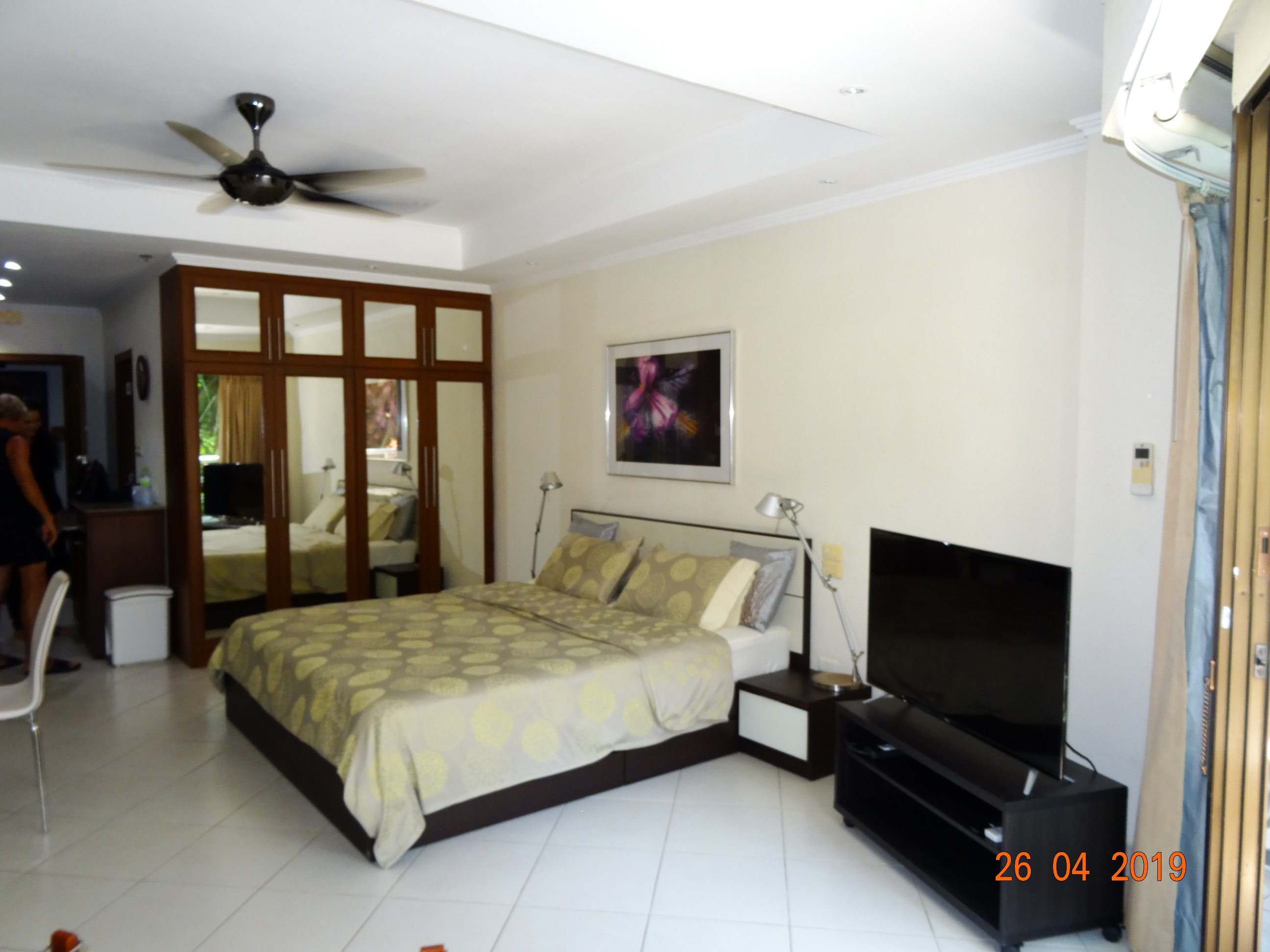 JT2239-Large studio in View Talay 2