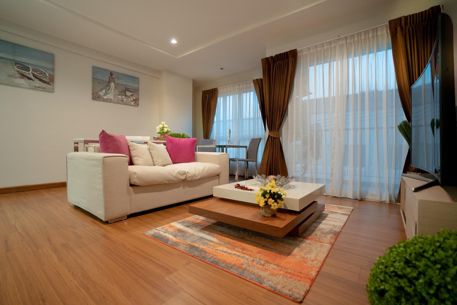 PTK2282- Big 1 bedroom in The winner condo