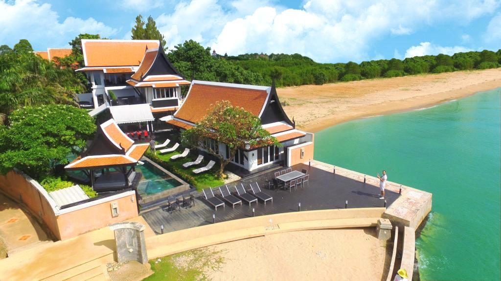 NJ2292-Luxury beachfront  villa 6 bedrooms in Jomtien